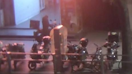 一蟊賊專偷外賣被松江警方抓獲