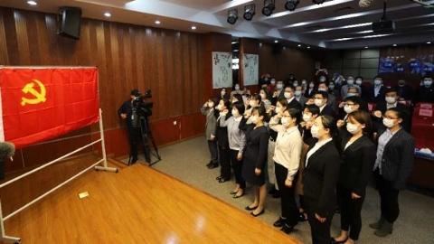 上海抗疫一線第二批36名白衣戰士在公衛中心入黨