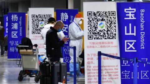 """本报记者来到浦东机场,跟随一位旅客全程体验""""全新版本""""防疫措施"""