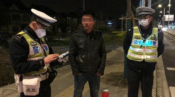 酒后開車沖卡拒檢,沒逃出多遠就被民警截獲