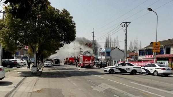 今天中午滬南公路秀沿路一民宅突發火災