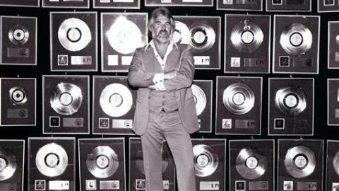 """""""美国乡村音乐教父""""肯尼·罗杰斯去世,享年81岁"""