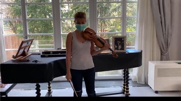 """德国小提琴家索菲-穆特为抗""""疫""""发声,一曲《圣母颂》致敬白衣天使"""