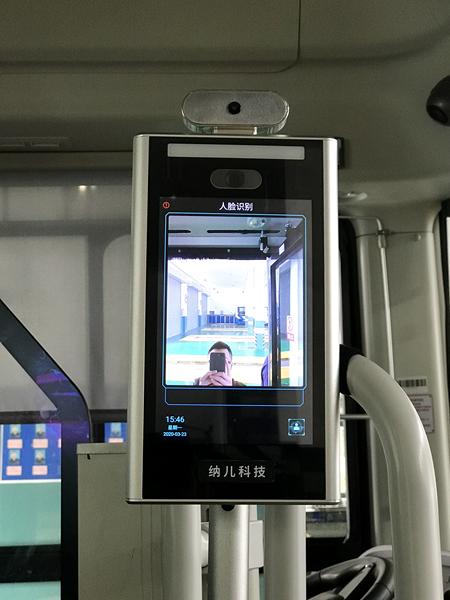 红外测温新设备在浦东公交上岗,还会统计客流、提醒乘客戴口罩(纳儿科技供图).jpg