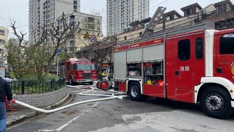 今天中午肇周路一居民家起火 当时家中无人