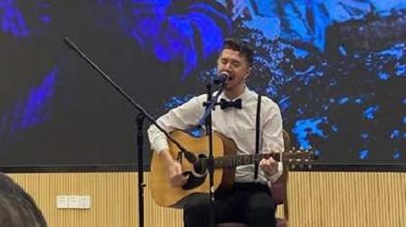 原创抗疫歌曲为世界加油 会说中文的交大留学生丹麦小哥哥宅校生活