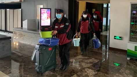 随申码转绿色!刚刚,上海援鄂医疗队首批73名返沪队员解除隔离