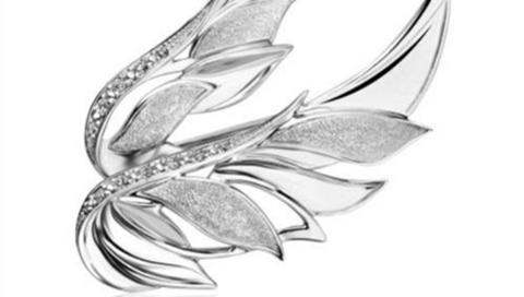 """1649枚老凤祥""""天使之翼""""限量版纪念胸针捐赠上海援鄂白衣天使"""