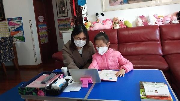 """大学生志愿者为""""抗疫英雄子女""""义务辅导已快2个月,她说""""还会坚持下去"""""""