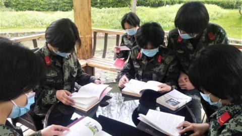 军营书香味正浓!请看武警官兵读书的几个画面