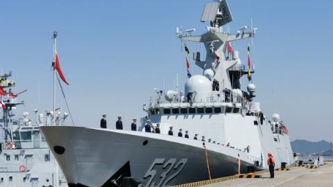 海军第35批护航编队昨启航赴亚丁湾执行护航任务