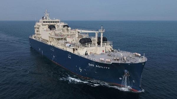 """世界最大LNG加注船在沪交付  中国LNG装备产业再添""""新成员"""""""