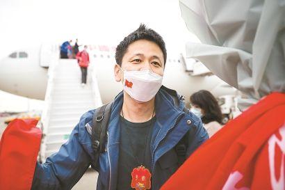 纪实   朱大建:钟鸣医生的武汉75天救治之旅