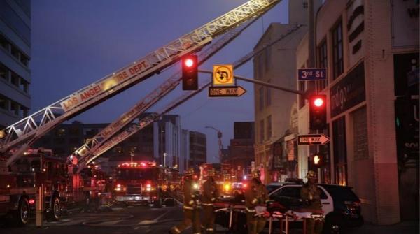 洛杉矶市中心丁烷仓库爆炸 12名消防员受伤