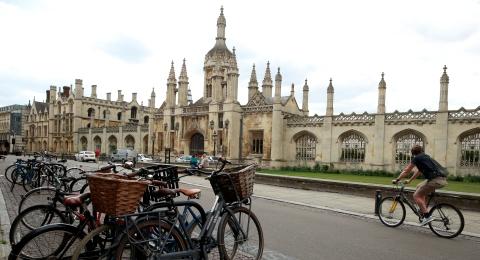 剑桥大学新学年计划全年上网课