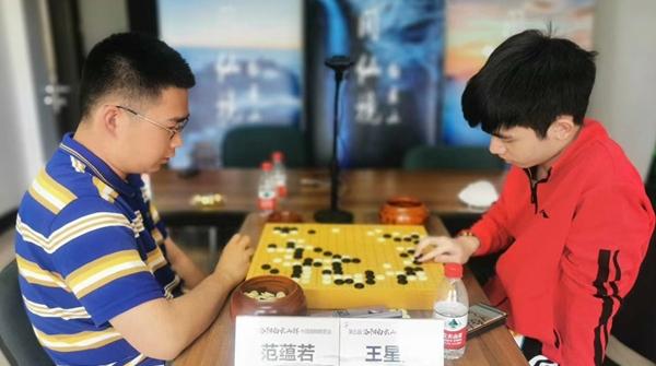 中国围棋棋圣战十六强第五场:新锐王星昊战胜范蕴若