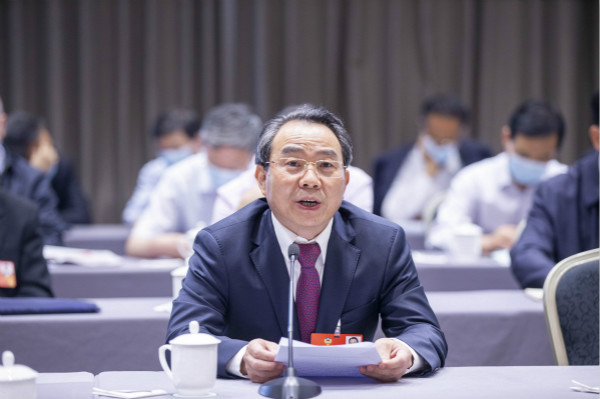 在沪全国政协委员审议常委会工作报告和提案工作情况报告