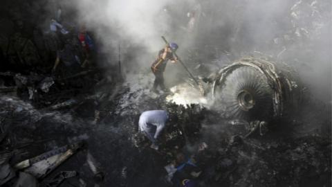 巴基斯坦客机失事初步调查疑问重重 完整报告将在三个月内公布