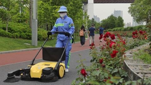 """上海这些高标准保洁区域凭啥能做到""""席地可坐""""?"""