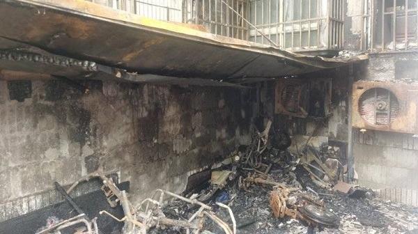 新闻追踪|岚皋西路小区火灾系电动自行车充电引发 当事人被行拘10日
