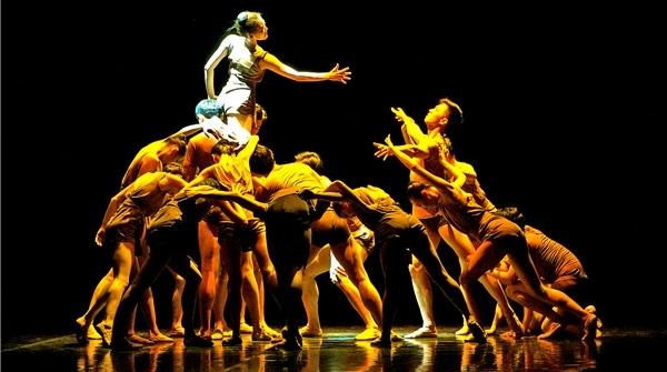 一静一动默默诉说,在他的笔下,芭蕾也能舞出建筑美