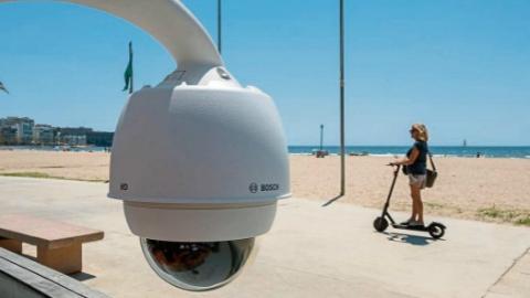 """西班牙海滩安置""""红绿灯"""" 实时管控游客人数"""