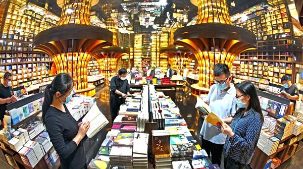 博物馆奇妙夜、深夜书店、星光电影院……6月的上海,愈夜愈美丽!
