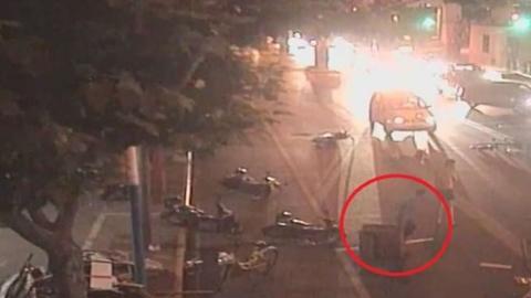 深夜,马路突然拥堵…….一寻衅滋事嫌疑人被普陀警方刑拘