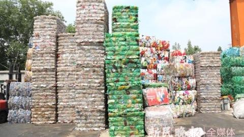 生态环境局长接热线|惊!露天堆物、机油滴漏……这家废品回收站内污染齐聚