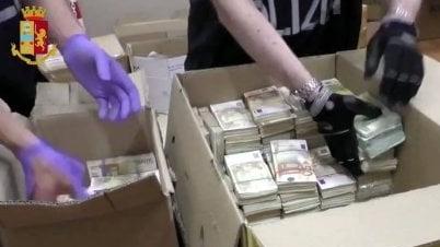 """意警方挖出米兰毒枭""""金山"""" 墙内1500万现金被查获"""