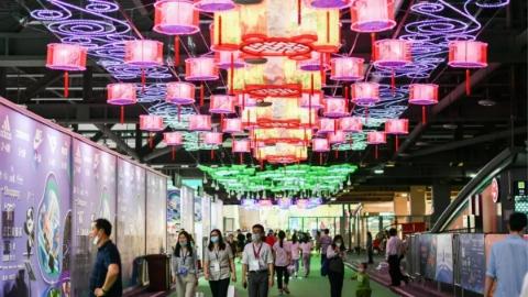"""独家述评丨""""上海游"""" 发现激动人心的美"""