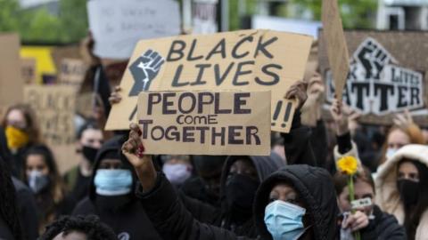 英国移除涉黑奴贸易人物雕像