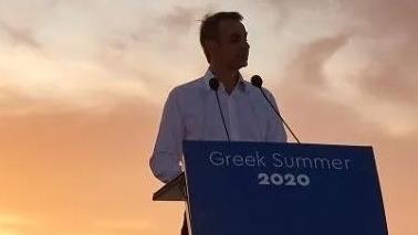 希腊总理亲临圣托里尼,为旅游业重启加油打气