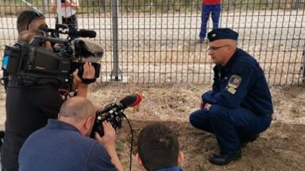 """非法移民上演""""地道战"""",匈牙利边境发现一个地下隧道"""