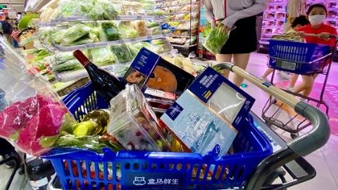 """上海68岁""""家庭煮夫""""老丁的手机买菜经"""