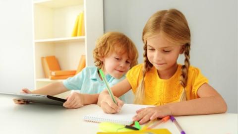 英国约200万名中小学生居家日均学习不足1小时