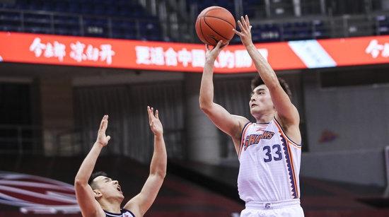 复赛三连败!打了三节好球的上海男篮惨遭翻盘