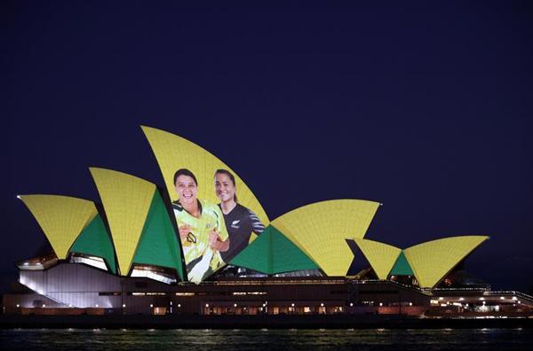 悉尼歌剧院打出带有女足运动员画面的投影,以庆祝澳大利亚和新西兰获得2023女足世界杯联合举办权-新华社_副本.png