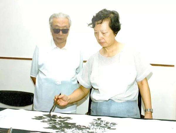 陈佩秋先生与她的丈夫著名书画大家谢稚柳先生_副本.jpg