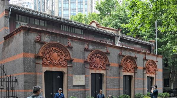 """上海·党的诞生地巡展启动 为""""四史""""学习再添生动教材"""