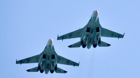 黑海中立水域上空,俄战机拦截美军侦察机