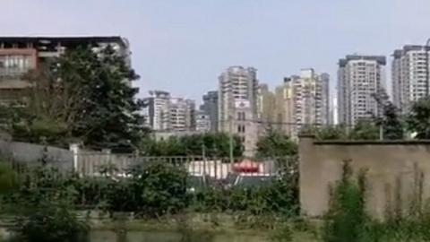 住宅区旁的空地荒废数年 居民提议建设绿地