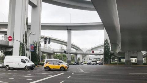 新闻追踪|北翟路管道漏水地基下沉续:抢修结束,通车恢复