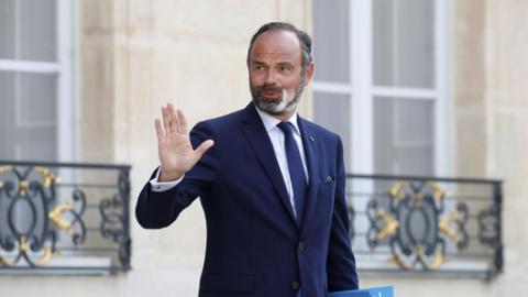 """新闻分析:法国""""解禁先生""""为何取代""""民意总理"""""""