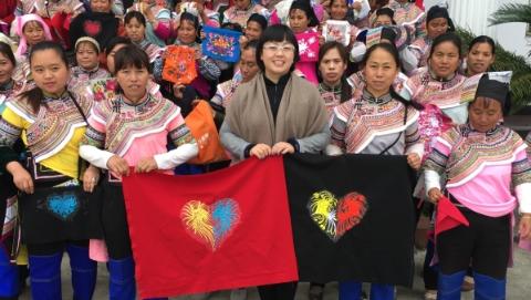 上海社会力量在行动 | 百灵鸟飞上玉兰花,扶贫路上她点亮了935盏心灯