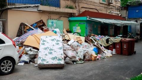 2020夏令热线·现场目击|建筑垃圾堆满地 不满一车无人理