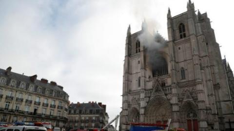 法国南特大教堂火灾疑为纵火