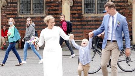 德国家长因孩子停课向政府申请更多假期