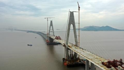 浙江舟山:舟岱大桥又一通航孔桥顺利合龙