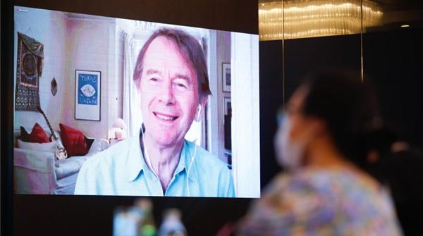 迈克尔·伍德参加白玉兰论坛纪录片大师班:中国人就是中国故事的宝库
